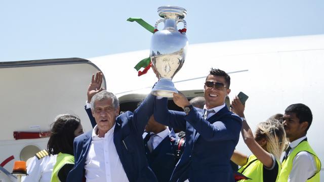 duizenden-portugezen-onthalen-winnende-ek-selectie