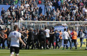 Olympique Lyon Spelers aangevallen tijdens warming-up