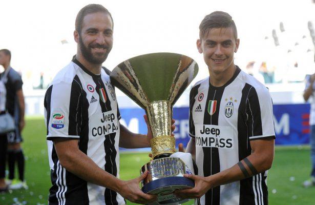 Gonzalo Higuain (l) en Paulo Dybala